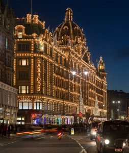 800px-Harrods_at_Night,_London_-_Nov_2012